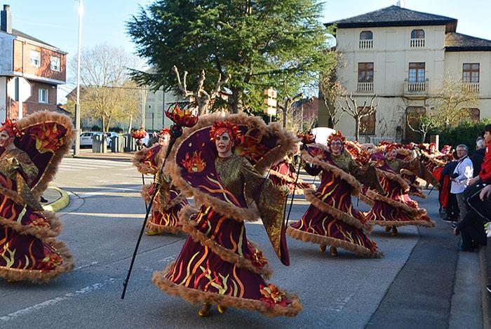 Álbum de fotos: El sol acompaña al Carnaval de Cubillos del Sil 90