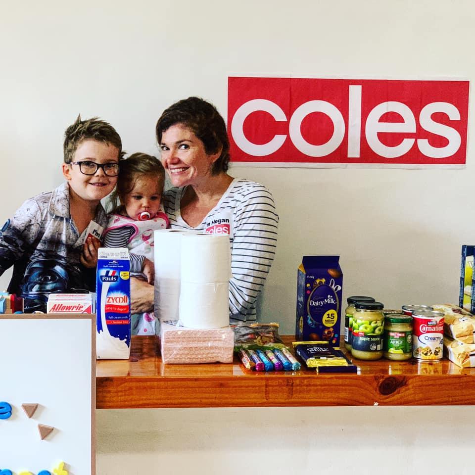 Una familia australiana crea un supermercado en casa para que su abuela con Alzheimer pueda hacer la compra durante el confinamiento 2
